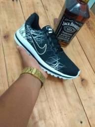 Nike Risquinho Primeira Linha na Caixinha