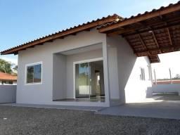 Casa Individual com amplo quintal, excelente acabamento