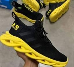 Tênis Adidas Yeezy Maverick Preto com Amarelo