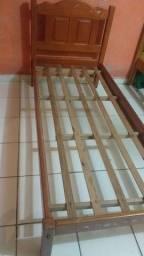 Vendese duas cama de madeira