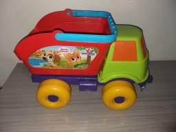 Caminhão basculante grande