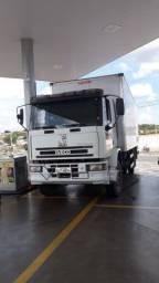 Caminhão com baú