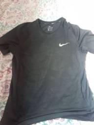 Camisa da Nike original com um relógio 80 reais
