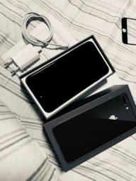 iPhone 8 Plus semi novo 2.800,00