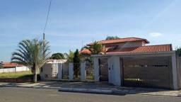 Vende-se linda casa com piscina em Botucatu