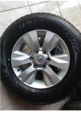 Jogo de rodas e pneus hilux