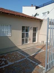 Casa 2 quartos com garagem e quintal