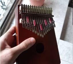 Instrumento Kalimba Seminovo - 17 teclas