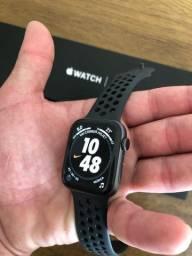 Apple Watch série 4 44mm série Nike