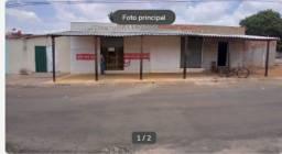 VENDE-SE ESTA CASA COM A SALA DE COMÉRCIO