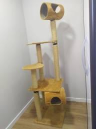 Arranhador para gatos três andares