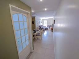 Amplo apartamento em excelente localização de Coqueiros!