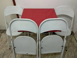 Mesa e cadeiras de ferro
