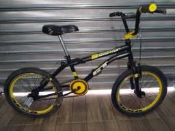 Bicicleta Cross aro 20 GT rodas aero