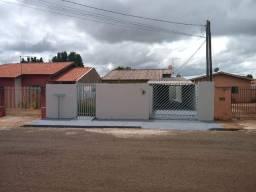 Casa com 3 dormitorios + Depósito de gás no Jardim do Lago em Rolândia PR.
