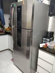 Vendo geladeira semi novo