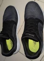 Tenis Skechers em perfeito estado tamanho 41