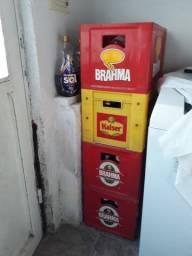 4 Engradados de cerveja com 70 garrafas de 600ml