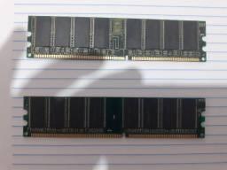 Kit de 2 Memória Dimm Ddr 256mb Pc3200 em bom estado.