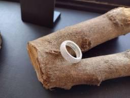 Título do anúncio: Aparador Com Pedras Zircônias Brancas