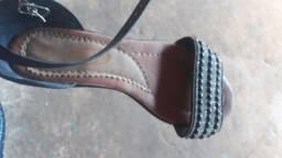 Par de sandália usado n°36, bem conservado.