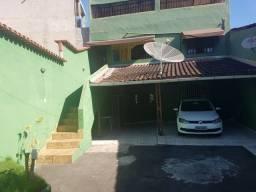 Casa duplex em Maruipe, na avenida principal.
