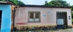 Casa em rua púlblica