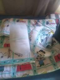 Protetor de berço Snoopy com 11 peças.