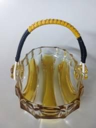 Bomboniere em cristal com alça