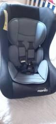 Cadeirinha infantil para carro.