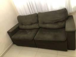 Sofá reclinável e retrátil cor marrom em ótimo estado