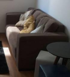 Sofá 3 lugares com almofadas
