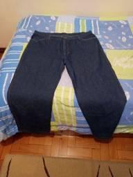 Vende-se calça jeans tamanho 50 semi nova