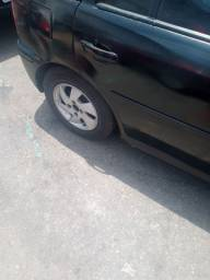 Rodas com pneu em bom estado