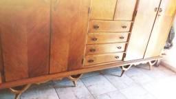 Vende-se guarda roupas de madeira nobre( 3 metros comprimentos e comoda tbm!!