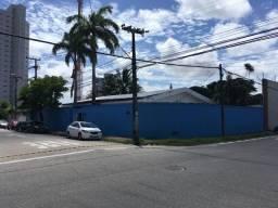 Casa comercial esquina com a Rua José Vilar