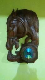 Quadro de madeira esculpida de cavalo comprar usado  São Gonçalo