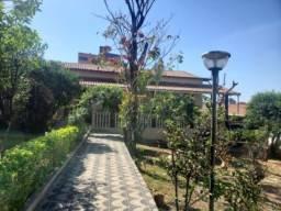 Casa 03 quartos c/ 02 suites c/ 05 vagas Próximo Colegio Elizabeth Kalil B. Santa Cruz