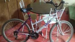 Bicicleta c/macha bem conservada