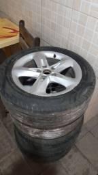 Roda com pneus 16 semi novos