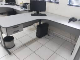 Mesa escritorio L 1,60 x 1,60 com chave