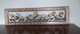Lindo painel com flores em metal