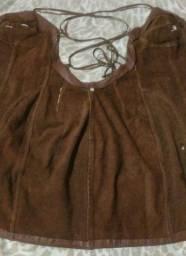Vestido de couro com etiqueta