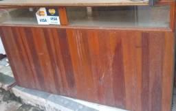 Bancada de madeira com vidro