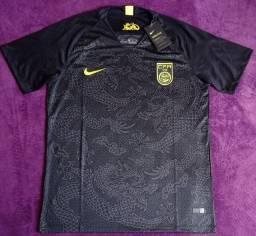 Camisa da China preta (disponível: GG)