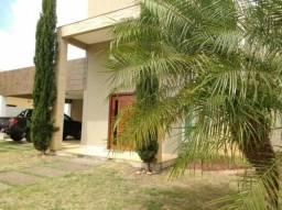 Casa duplex em condomínio com 3 suítes