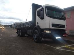 Caminhão traçado 6x4 VM 260