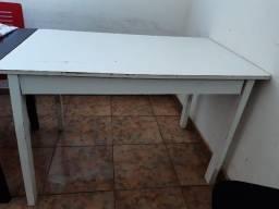 Mesa de Jantar Pequena Usada