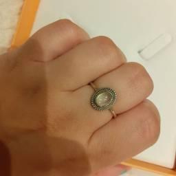 Anel de prata com pedra da Lua novo