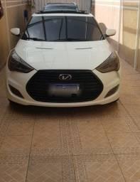 Hyundai Veloster com grade do modelo turbo